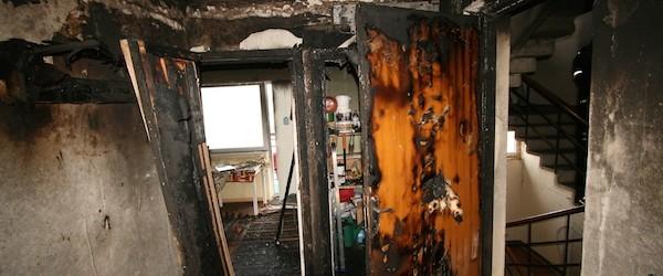 """Naerata Ometi MTÜ abistab üksikul pensionäril taastada tema tulekahjus hävinud kodu. Tulekahju sai alguse õhksoojuspumba elektriühendusest. <a href=""""http://www.help.ee/aitame-uksikul-pensionaril-taastada-tulekahjus-havinud-kodu/"""">Continue reading <span class=""""meta-nav"""">→</span></a>"""